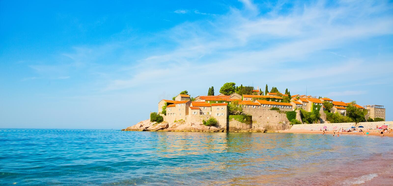 La isla de St Stephen es necesidad ve vista en Montenegro imagenes de archivo