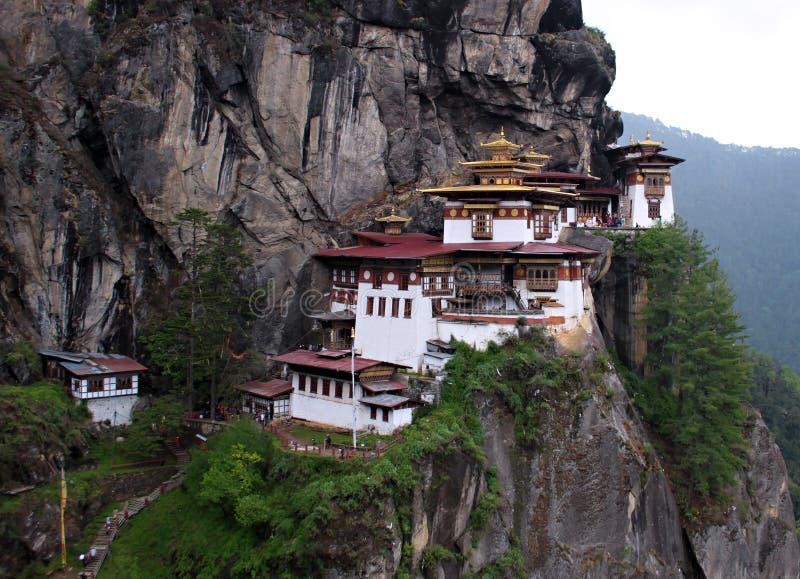 La jerarquía Dzong de un tigre en Bhután imágenes de archivo libres de regalías