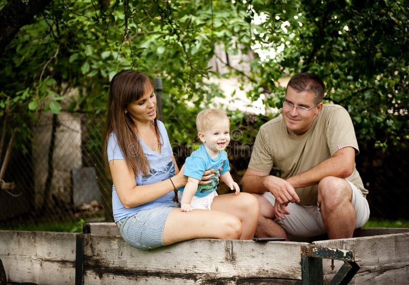 Famille à la ferme photos stock
