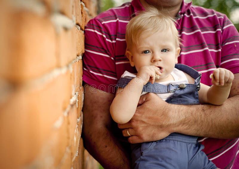 Famille à la ferme photo libre de droits