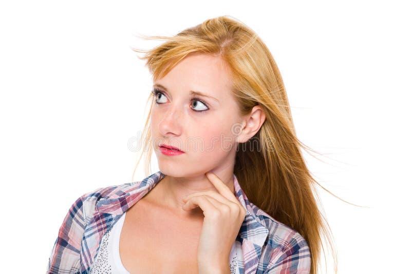 La jeune femelle blonde recherche, d'isolement sur le blanc images libres de droits