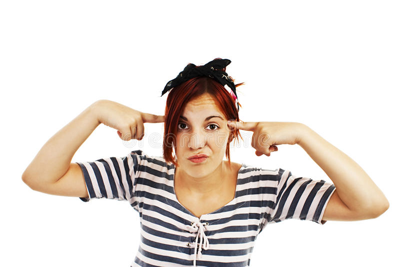 La jeune femme branche son front et regard directement sur l'appareil-photo photographie stock