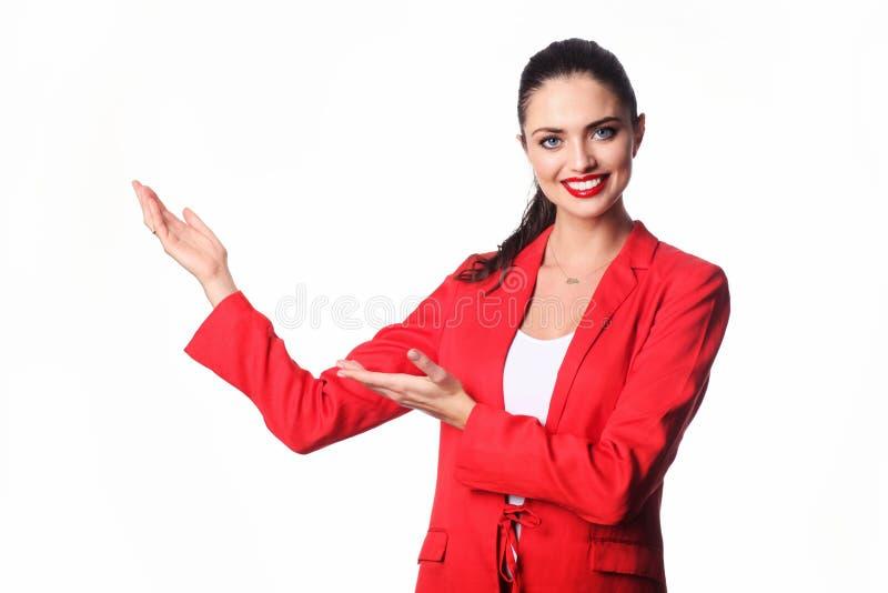 La jeune femme d'affaires présente quelque chose photographie stock libre de droits