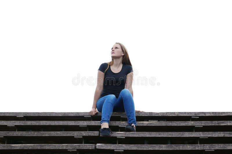 La jeune femme est perdue dans la pensée photo libre de droits