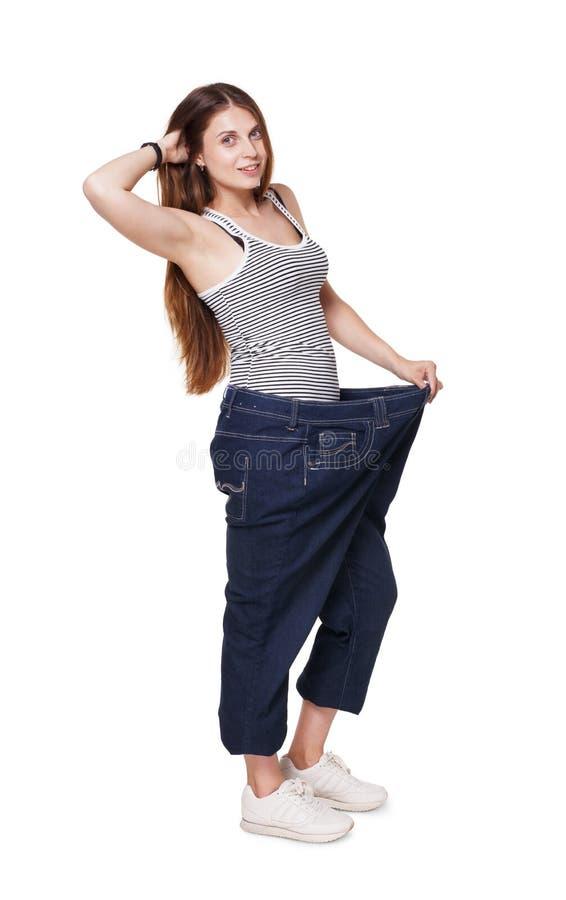 La jeune femme heureuse du régime de perte de poids résulte, d'isolement image libre de droits