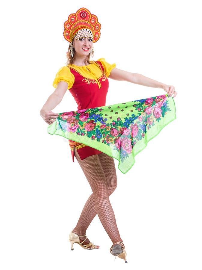 La jeune femme portant des gens costume la danse D'isolement sur le blanc dans intégral avec le copyspace image libre de droits