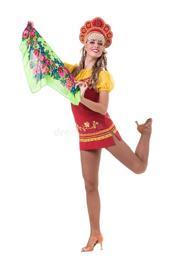La jeune femme portant des gens costume la danse D'isolement sur le blanc dans intégral avec le copyspace photo stock