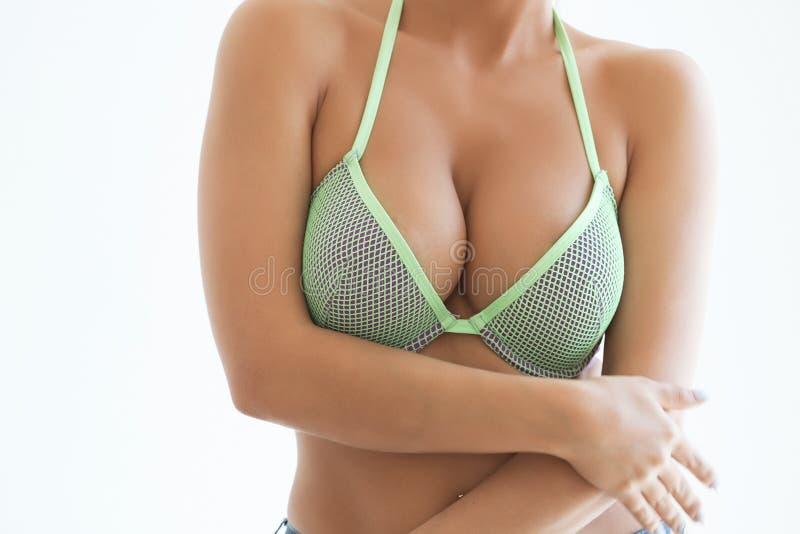 Download La Jeune Femme Sexy Avec De Longs Cheveux Démontrent Ses Dessous Noirs Image stock - Image du long, heureux: 77152231