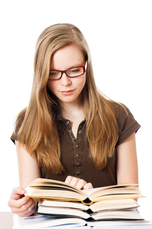 La jeune fille apprend photos libres de droits
