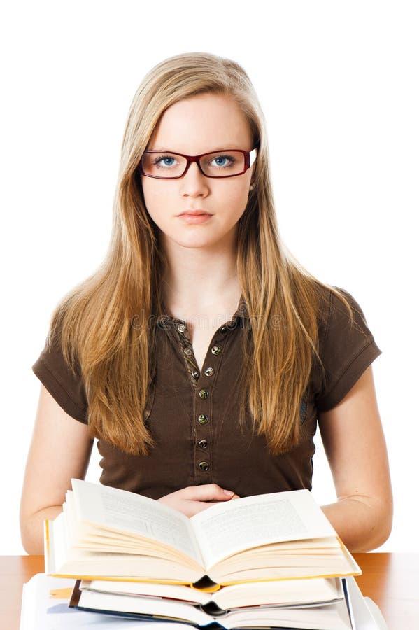 La jeune fille apprend image stock