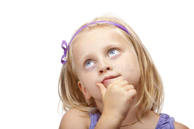 La jeune fille contemplative recherche. photo stock