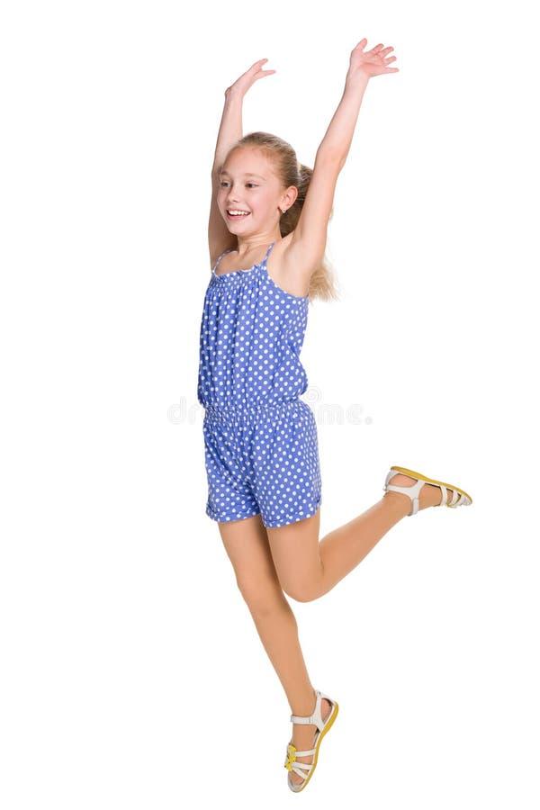 La jeune fille heureuse saute photos libres de droits