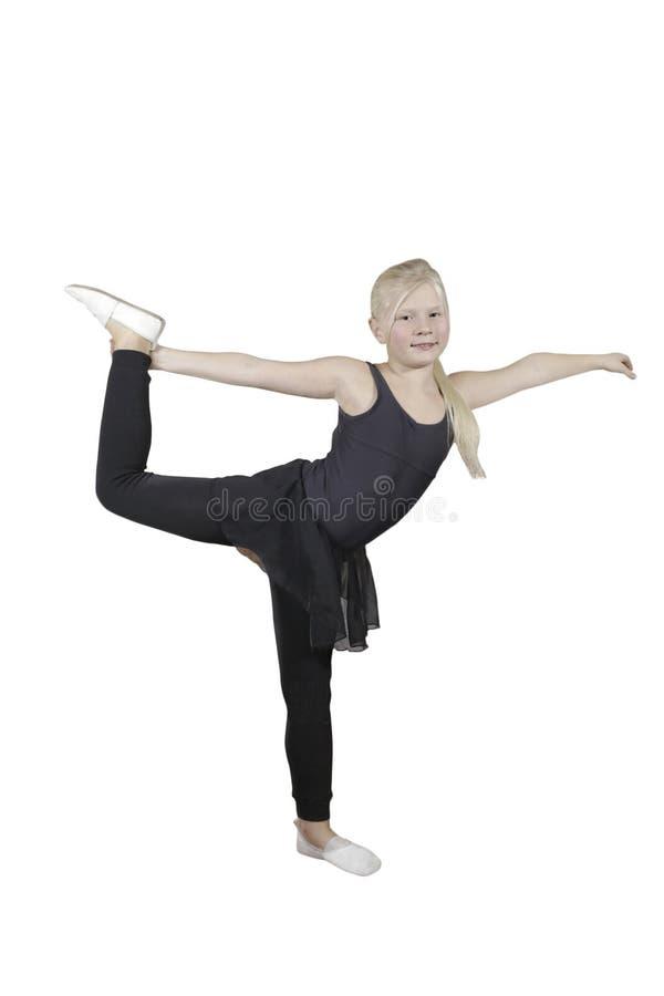 La jeune fille joyeuse fait une danse d'échauffement photos stock