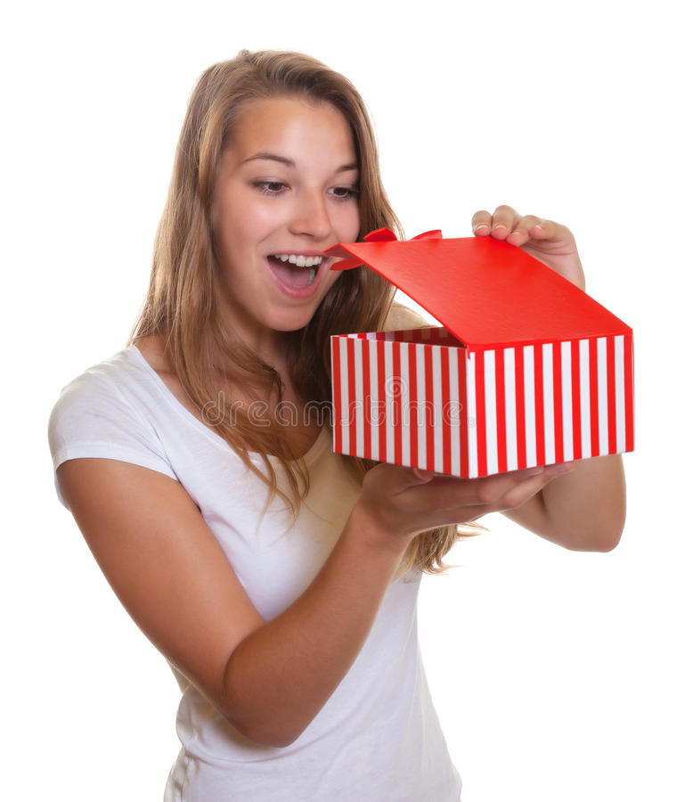 La jeune fille obtient une surprise gentille comme cadeau de Noël photos libres de droits