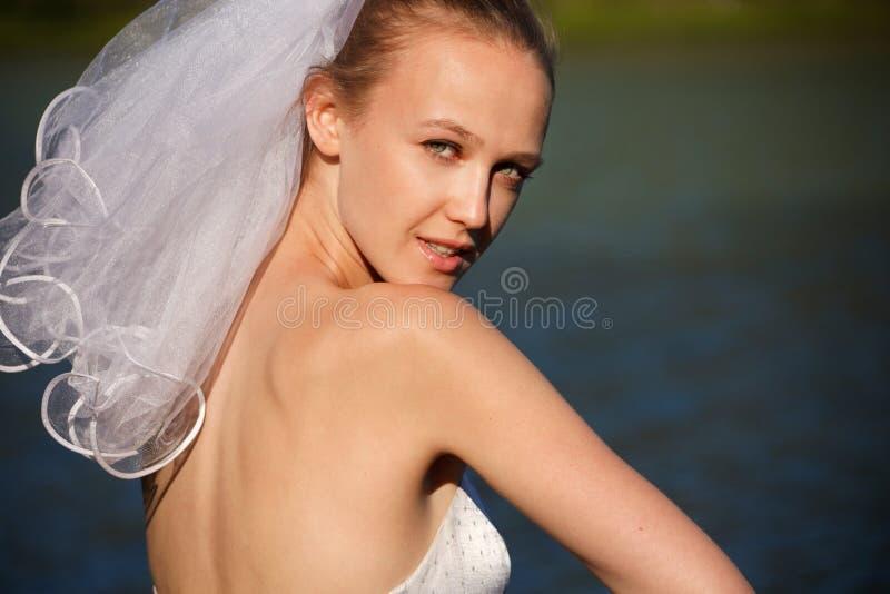 Regard de jeunes mariées photographie stock