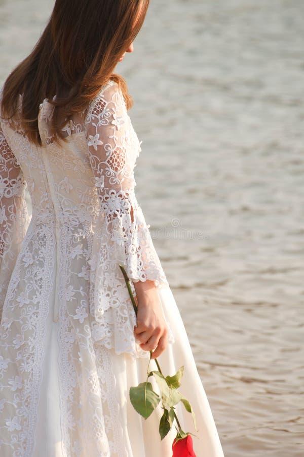 La participation de jeune mariée a monté images stock