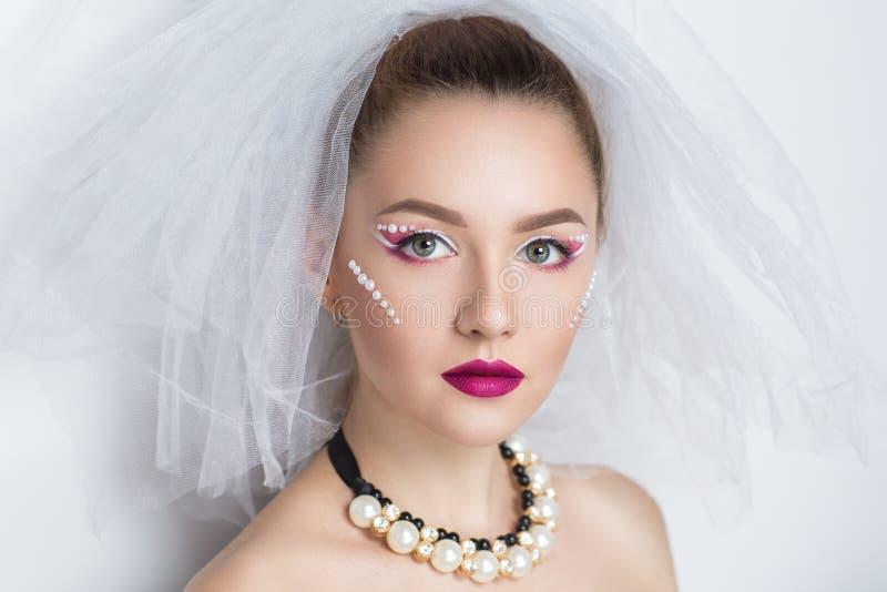 La jeune mariée parfaite composent photos stock