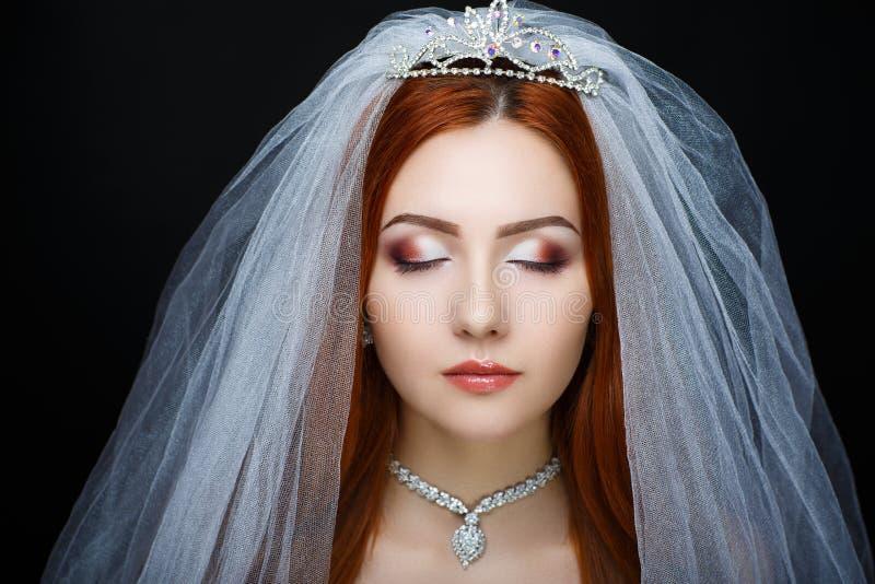 La jeune mariée parfaite composent image libre de droits