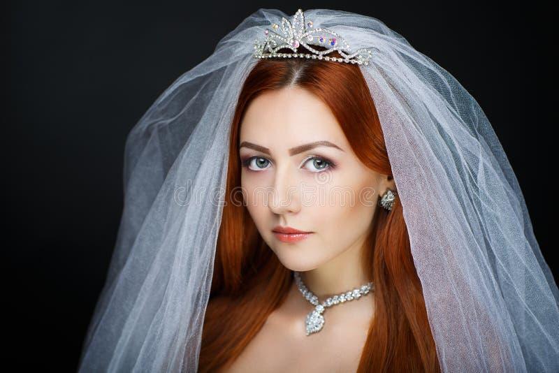 La jeune mariée parfaite composent photo libre de droits