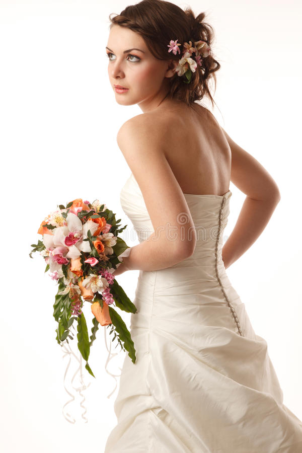 La jeune mariée regarde loin photo libre de droits