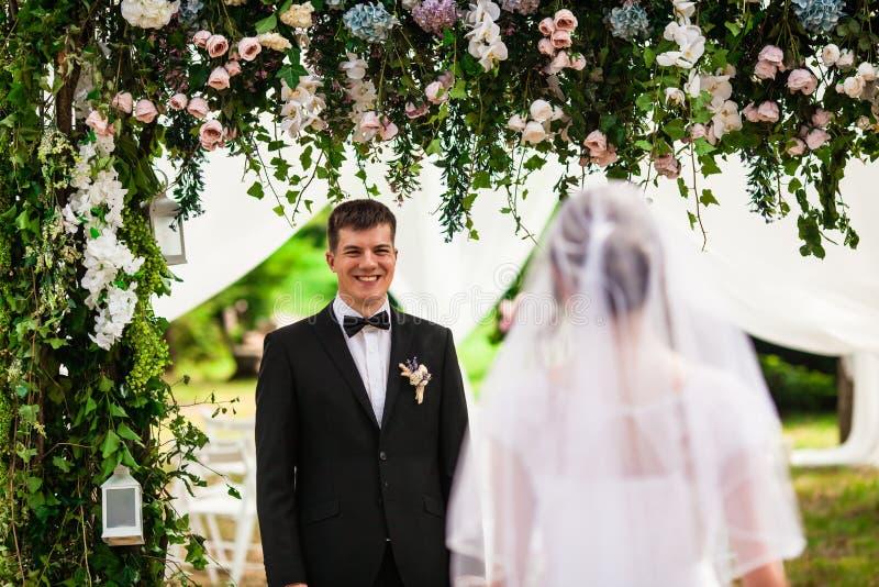 La jeune mariée se marie  photos stock