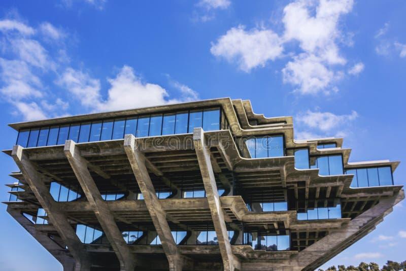 La Jolla, San Diego, Califórnia, EUA - 3 de abril de 2017: A construção de biblioteca de Geisel da Universidade da California San foto de stock