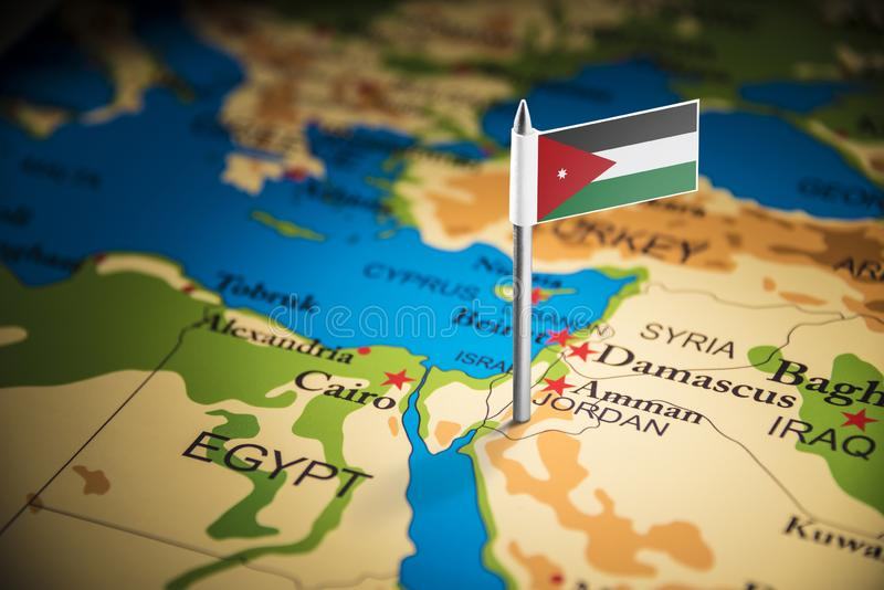 La Jordanie a identifié par un drapeau sur la carte photos stock
