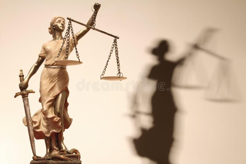 La justicia está oculta (? o quizá no) imagenes de archivo