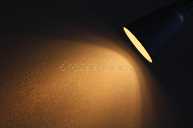 La lámpara brilla con la luz caliente fotografía de archivo