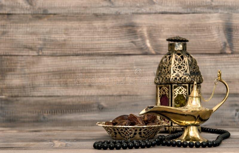 La lámpara oriental, linterna, rosario fecha vida inmóvil fotografía de archivo