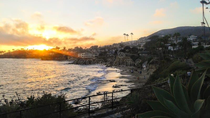 La línea de la playa hermosa del Laguna Beach California fotografía de archivo