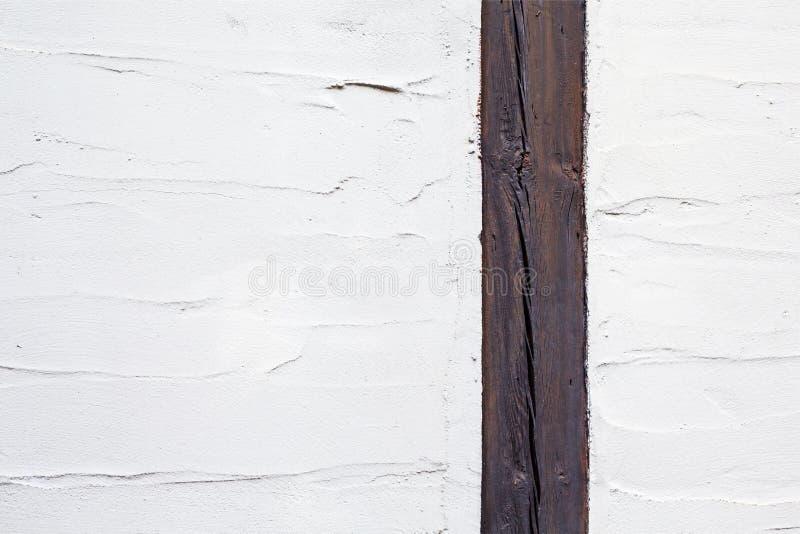 La línea de madera divide en dos diversos pedazos pintó textura con los movimientos del cuchillo del cepillo y de paleta Una porc imagen de archivo