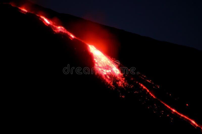 La línea roja de magma fotos de archivo