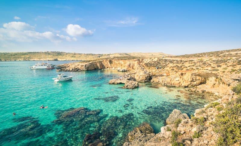 La laguna blu di fama mondiale nell'isola di Comino - Malta immagine stock libera da diritti