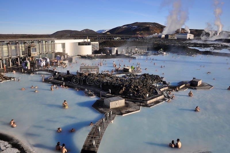 La laguna blu, un lago geotermico ricco in minerali, si trova sulla penisola di Reykjanescany nella zona sudoccidentale dell'Isla fotografia stock