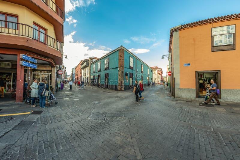 La Laguna, Teneriffa, Spanien - 23. Oktober 2018 Bunte gemütliche Straßen von alter Hauptstadt des Islaland Viele Monumente der G stockbilder