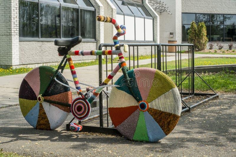 La laine tricotée met en sac le vélo photo stock