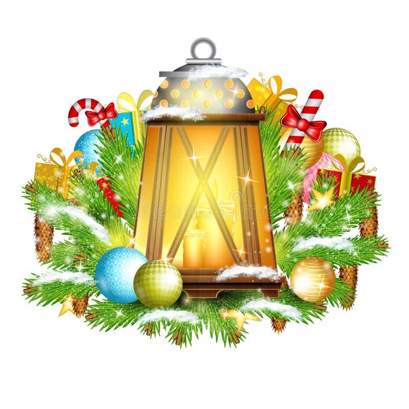 La lampada con le candele sta sui rami di albero nevosi dell'abete con i presente royalty illustrazione gratis
