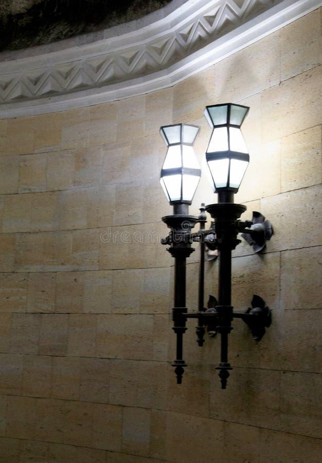 La lampada nella cantina fotografie stock libere da diritti