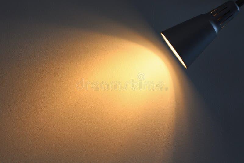 La lampe brille avec la lumière chaude photographie stock libre de droits