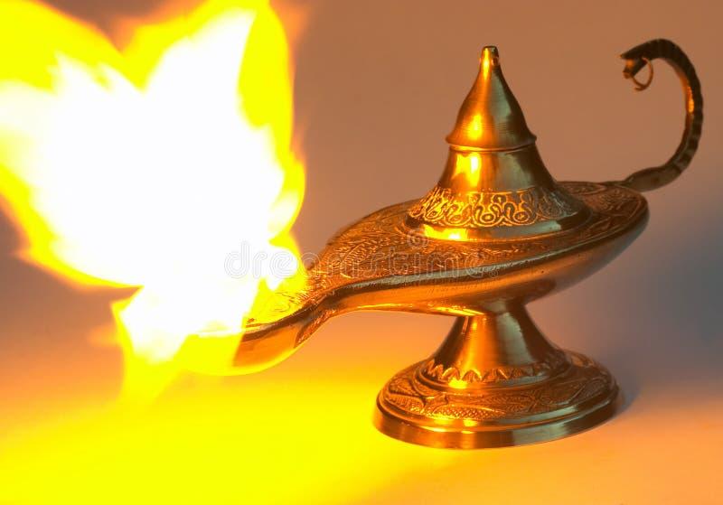 La lampe d'Aladdin - jaunissez la version photo stock