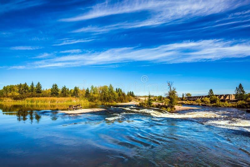 La large et orageuse rivière de Winnipeg photo stock
