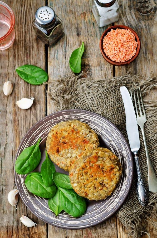 La lenticchia rossa semina gli hamburger della carota dell'anacardio fotografia stock