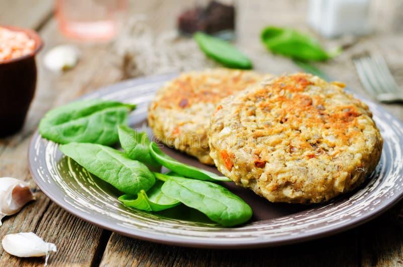 La lenticchia rossa semina gli hamburger della carota dell'anacardio fotografia stock libera da diritti