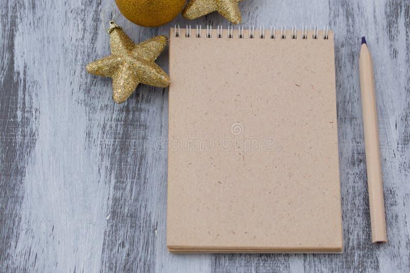 La letra y el lápiz de la Navidad imagenes de archivo
