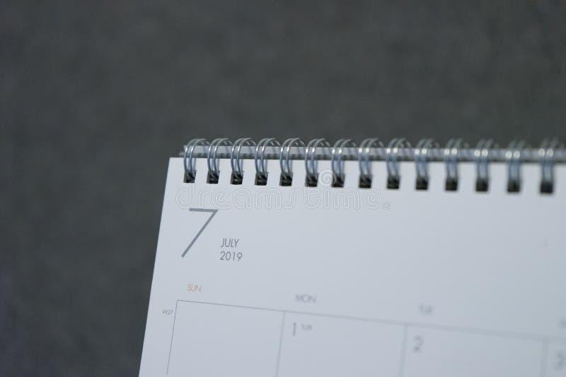 La lettera luglio sul calendario 2019 immagini stock