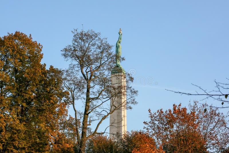 La Lettonie : Monument de liberté d'automne de Riga photo libre de droits