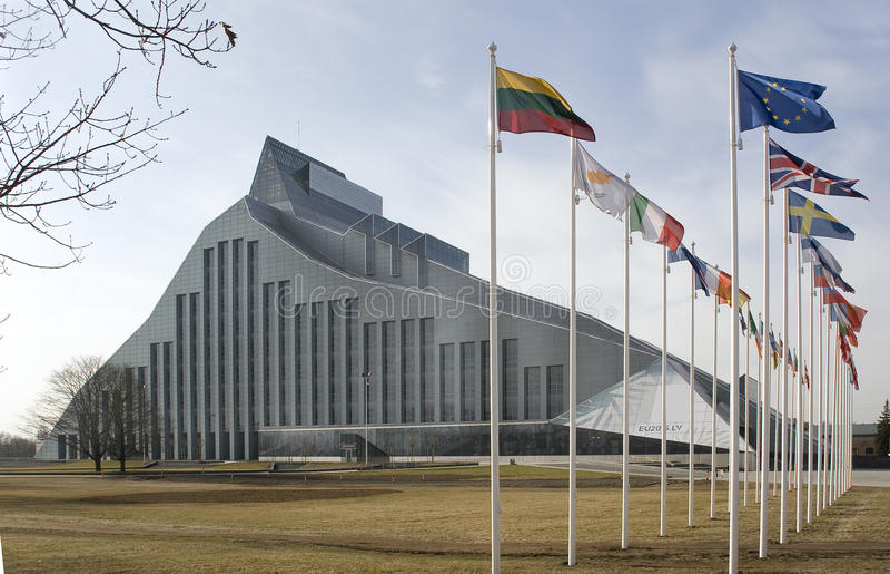 La Lettonie, Riga Le bâtiment de la bibliothèque nationale photographie stock libre de droits