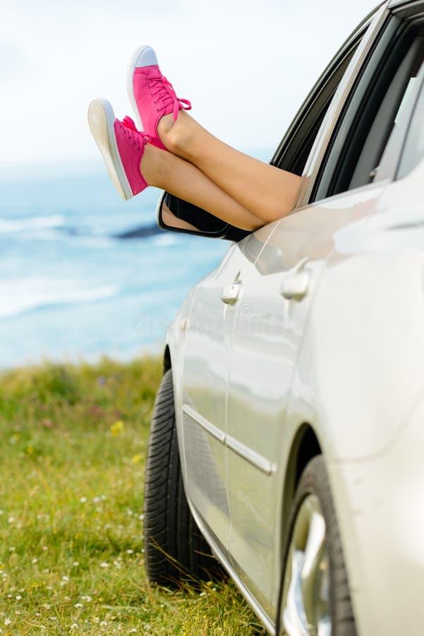 La liberté de trajet en voiture et détendent photo libre de droits