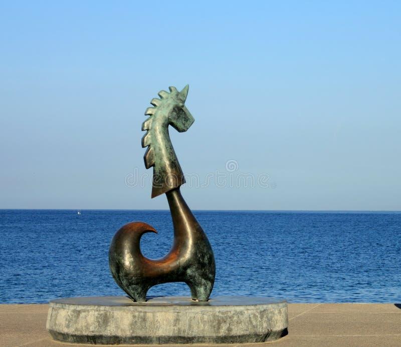 """""""La licorne de bonne chance """", une sculpture en bronze sur le Malecon dans Puerto Vallarta photos stock"""
